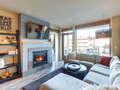 Photo for Luxury mountain view condo w/ community indoor pool & hot tub!