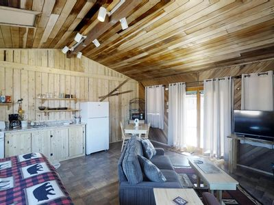 Photo for Rustic, dog-friendly cabin with kitchen, private hot tub & easy ski access!
