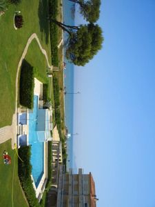 Photo for Estartit, Appt T2 Waterfront, sea view, pool and garden