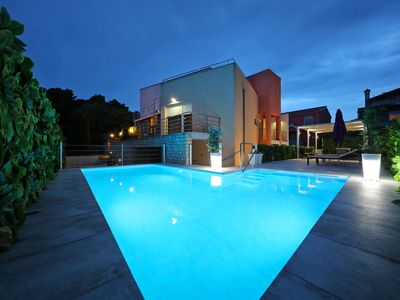 Photo for Fabulous villa with private  pool, fenced garden, roofed terrace, great location