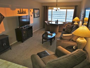 'Shore Thing' - Deluxe 3rd Floor Oceanfront Condo - WiFi, Pool & Beach Access!