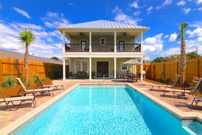 Large Heated Walk-Out Private Pool