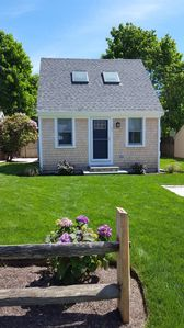 Newly rebuilt Cape Cod Saltbox cottage, open-plan, sleeping loft, & 16 windows!