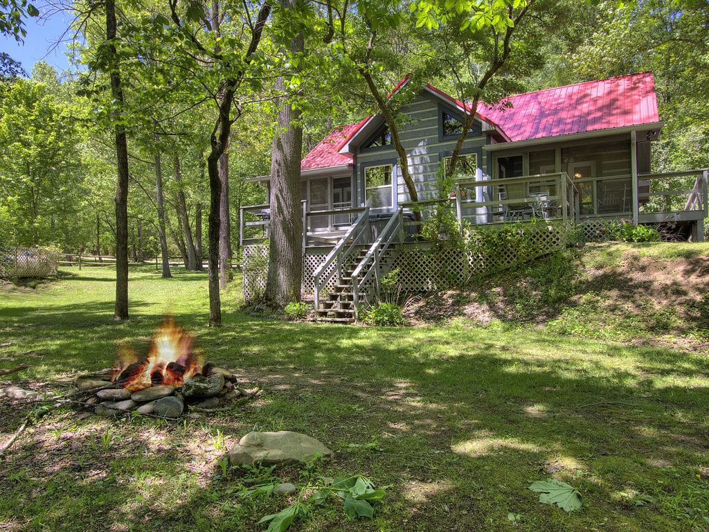 Private Log Cabin on River - Trout Stream Spring Special - Cosby