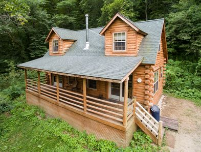 Secluded Log Cabin with Hot Tub - Near Mississippi River - De Soto
