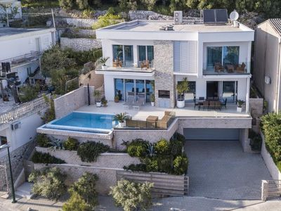 Photo for ctdv288- Luxurious villa with pool,suitable for  8+2 persons, directly on the sea, Makarska-Drvenik