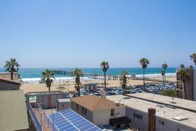 The view from your PRIVATE 400 sq/ft roof deck! The Pacific Ocean & Venice Pier!