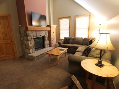 Photo for Spacious 2-Bedroom, Vaulted Ceilings, Mountain Views, Overlooks Dercum Square