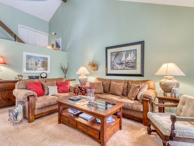 Photo for Harbor Cove condo w/ fireplace & back deck - private beach