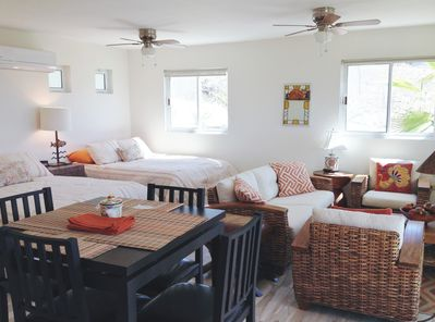 2 queen size beds, sitting area,dining area,kitchen