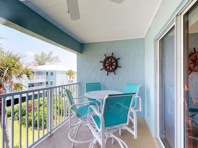 Photo for Beachside condo with shared pool - close to the beach and local attractions