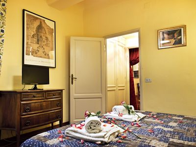 Photo for VIGNA 1-Elegant apartment in the crentre of Floren - Apartment for 5 people in Florencia