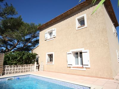 Photo for VILLA MARTIGUES 140 m2, pool, pond view, 8 people