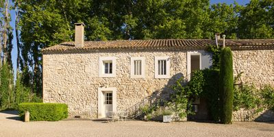 Photo for Delightful Provencal Farmhouse close to St Remy de Provence