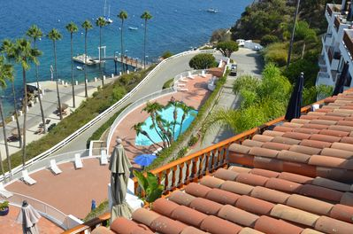 Welcome to Hamilton Cove, a private and exclusive gated community on Catalina.