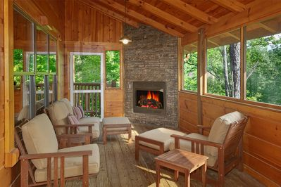 4 Bedroom Cabin With Screened In Porch And Outdoor
