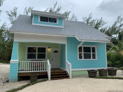 Green Turtle Cottage/1 minute walk to Spectacular Beach on Quiet dead end Street