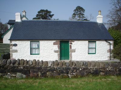 Crosskeys Cottage - a historic stone Scottish Cottage (over 300 years old)