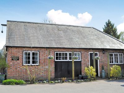 Photo for 2 bedroom property in Ringwood. Pet friendly.