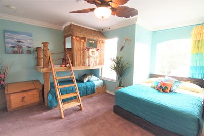 Maui & Moana's Polynesian playhouse room with twin bed and Moan's queen boat bed