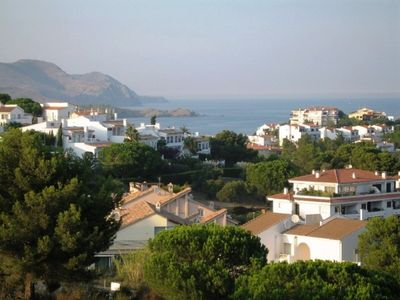 Photo for Well-appointed and well-furnished apartment for 4 persons.LLançà, Costa Brava,