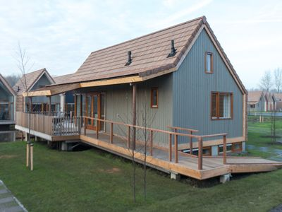 Photo for Luxury 6-person water residence in the holiday park Landal De Reeuwijkse Plassen - on the coast/the beach