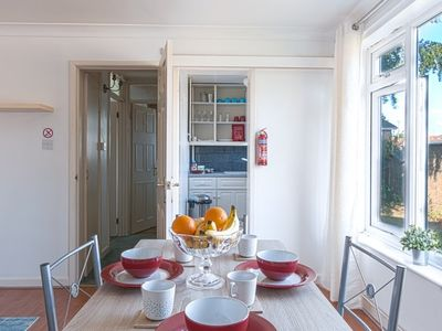 Photo for Modern 2 Bedroom Apartment in Sommerset
