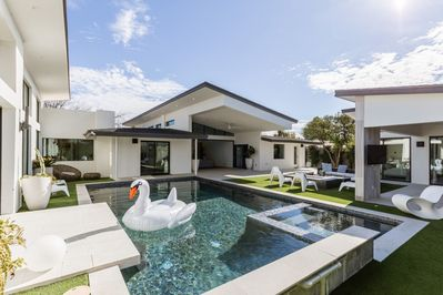 Relax by the pool and hot tub like a celebrity in the gorgeous brand new remodel