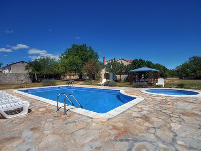Photo for Villa with large private pool, 5 bedrooms, 4 bathrooms, washing machine, air conditioning, WiFi, terrace, barbecue and pets are also allowed