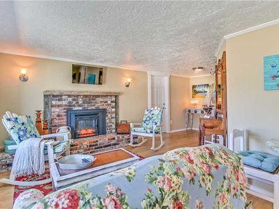 Photo for Cozy Cottage for Romantic Getaway or Small Family, Pets Allowed
