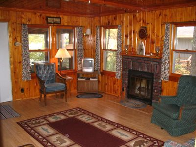 Photo for Pet friendly cabin with air conditioning & fireplace