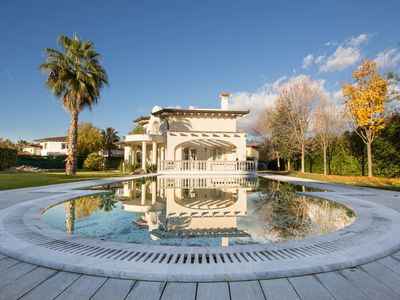 Photo for Luxury independent villa in Forte dei Marmi with private pool