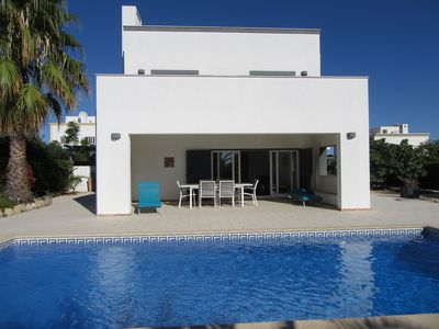 Photo for Modern 4 bedroom villa with pool in Tavira