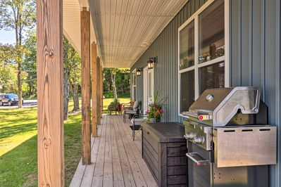 Sit out on the covered porch to simply relax or fire up the gas grill.
