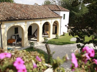 Photo for Magnolia, charming residence in the Barchessa of Venetian Villa: Villa Pastori