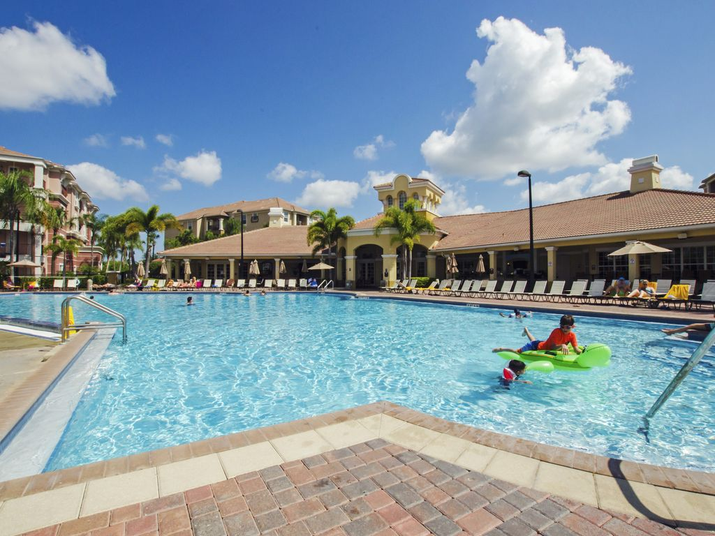 Vista cay standard 2 bedroom condo sand lake florida for Sand lake private residences for rent