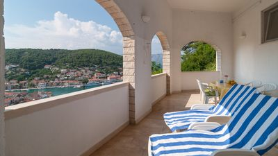 Photo for Especially nice apartment, with stunning views of the bay of Pucisca