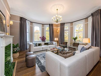 Photo for Huge & Luxurious 4-Bed Apartment in South Ken