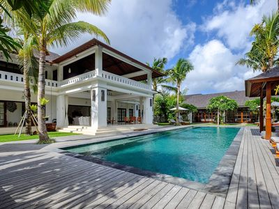 Photo for Magnificent 6 Bedroom villa, Central Seminyak