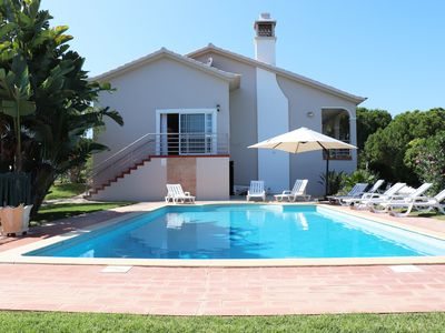 Photo for Spacious villa in quiet surrounding in between Vale do Lobo and Quinta do Lago