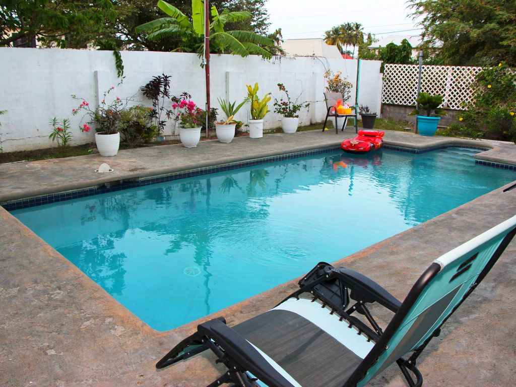 Quiet Three bedroom home with Pool