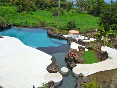 Infinity Pool & Massager Pebble River leading to Massager Jet Spa