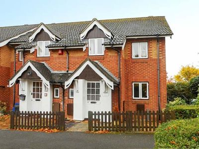 Photo for ROWAN COTTAGE, family friendly in Barton On Sea, Ref 926160