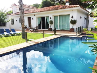 Photo for Private villa with pool in Roche, near the beach, sleeps 12 people