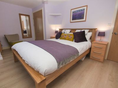 Photo for Avalon Escape: 1 bedroom, sleeps 4, free onsite parking
