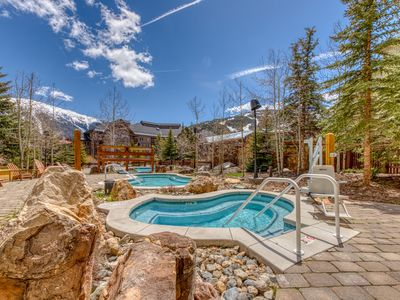 Photo for Charming condo w/shared hot tub, pool & gym - Walk to ski and dining!