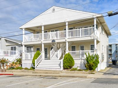 Charming 2 bedroom just steps to the beach and Convention Center