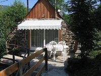 Rustic charm, peaceful, a little gem in a wonderful area. Great hosts who were very pleasant.