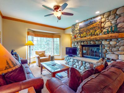 Photo for 3rd floor lodge-style condo w/ balcony, shared pool and hot tub - walk to lifts!