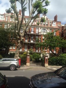 Photo for Elegant Gated Mansion Apartment Kensington Olympia - tube 5 mins walk Central